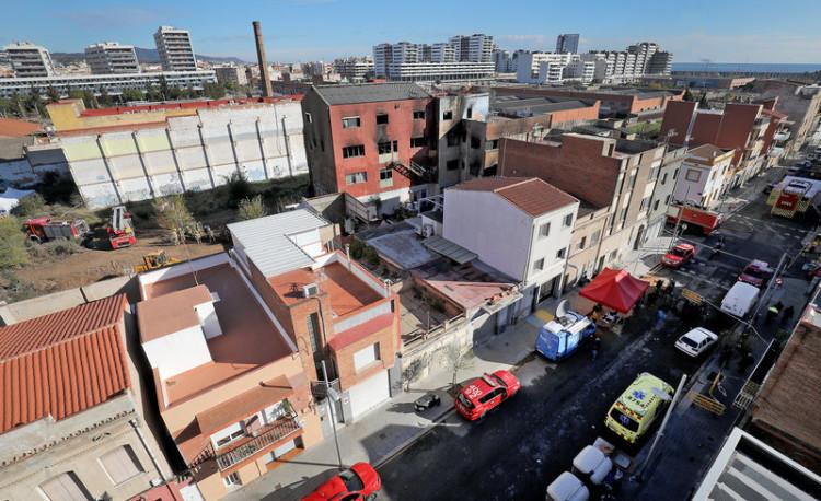 Badalona. Incendi edifici ocupat Badalona barri del Gorg. Carrer Tortosa.
